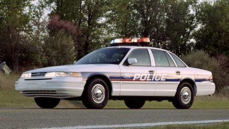 福特也有皇冠?《虎胆雄心》中的福特皇冠维多利亚,美国专用警车