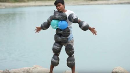 把气球绑在身上能达到漂浮的效果吗?老外亲身示范,大家看完别笑