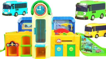 公交车太友的双层轨道车库玩具