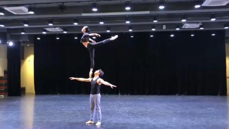 吴正丹魏葆华《肩上芭蕾》,溢美之词言之匮乏,这就是掌中飞燕!