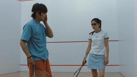 全智贤穿着浅蓝色的短裙打球,有种酷酷的感觉