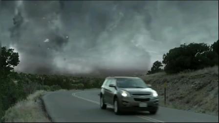 电影超级飓风:龙卷风横扫美国,现场直播的记者直接被飓风吞噬!