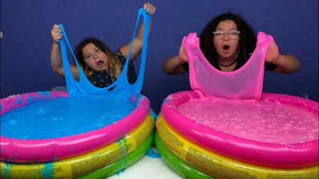 外国姐妹俩自制史莱姆!泳池都被放满了,看起来解压又好玩