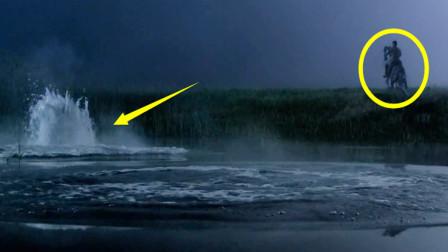 男子骑马到湖边,结果湖水出现异样,逃都来不及,灾难也接踵而来
