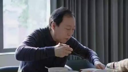都挺好 明玉给苏大强做了三明治,单面煎鸡蛋,他却难以下咽