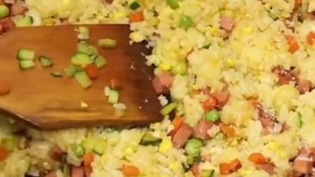 黄金火腿蛋炒饭怎么做?