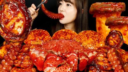 """韩国美女挑战""""爆辣""""海鲜宴,吃得满嘴都是辣椒油,看着真馋人"""