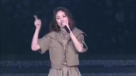 陈慧琳演唱《花花宇宙》动感的旋律,带动全场