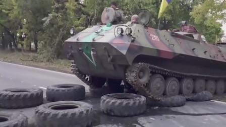 装甲车队穿越公路在公路上铺两排轮胎,从轮胎上开过的履带不会对公路产生破坏