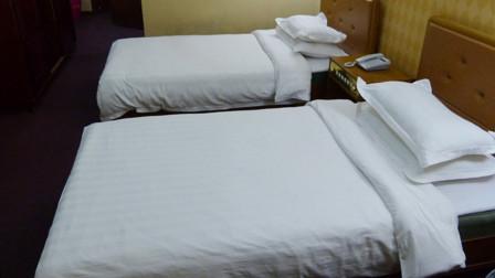 酒店床单为啥是白色的?服务生说出背后真相,原来都是套路!
