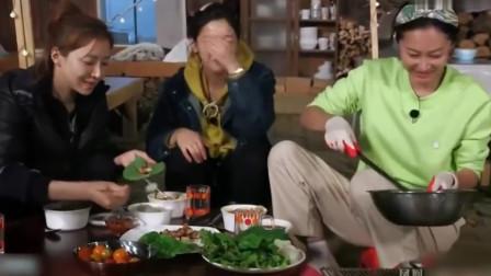 三时三餐 晚饭吃烤鸡排、泡菜豆腐汤,苏子叶包鸡肉特别美味