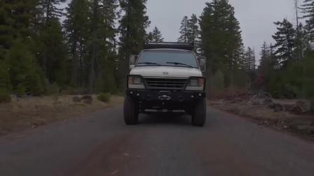 福特E350作为山间露营的越野车