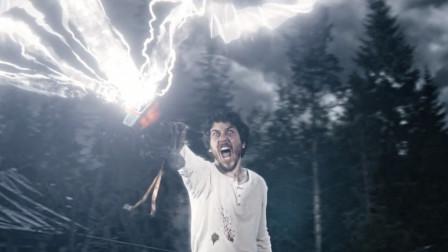 小伙是雷神后裔,不仅得到了雷神之锤,还可以召唤雷电!