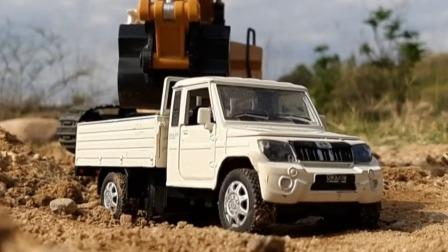看一辆超帅的玩具货车如何跋山涉水运沙土.mp4