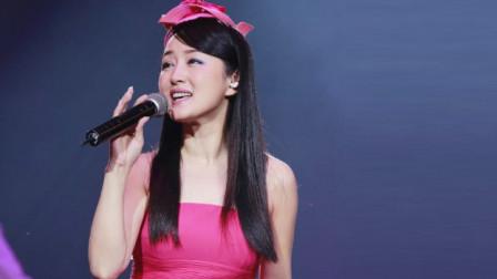 不愧是甜歌天后!杨钰莹一袭红衣惊艳演唱,单曲循环了几百遍