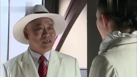 癞蛤蟆竟吃天鹅肉了,丑男抱得美人归,竟还一脸恶心的笑容!
