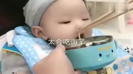8个月的宝宝,吃面条有一手,太萌太可爱了