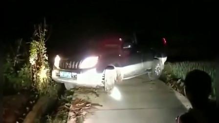 行车记录仪:厉害了我的老司机!你这掉头技术我真是自愧不如啊