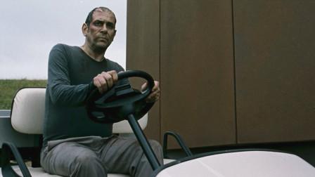 中年大叔被人追杀,不料意外闯入时空隧道,一部烧脑科幻电影