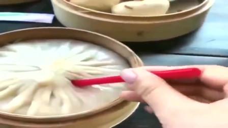 美国纽约的灌汤包,里面真的有一碗汤,我平时可能吃到假的灌汤包