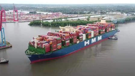 世界上最大集装箱船首次抵达德国汉堡港,引发当地众多市民围观关注