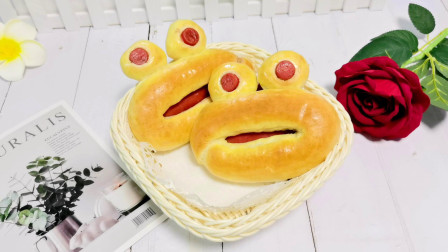 1小碗面粉,3根热狗肠,做出3个青蛙面包,做法简单有趣又好吃!