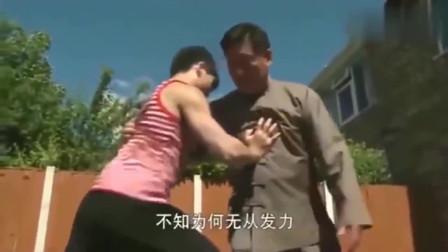 """太极大师陈小旺展示硬气功!小伙想真发力时候,""""下一秒悲剧了"""""""