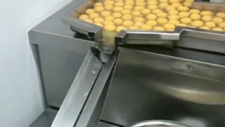 浙江丽水大妈:蛋清才是最好最营养的东西,蛋黄只能拿去做蛋黄派。