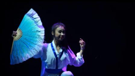 深圳舞蹈大赛参赛作品,古典舞《大小姐》,扇子舞起来倒像是公子