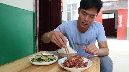 怀念在广东吃的叉烧肉,自己在家做,鲜香入味,吃着很过瘾