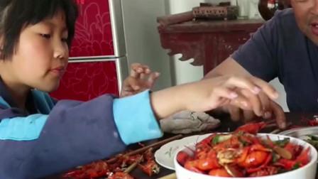 小龙虾又香又辣很带劲,胖妹上娘家蹭吃蹭喝,不吃撑不回家了!