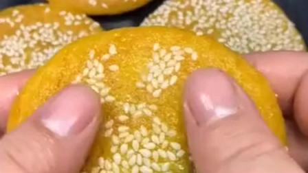 南瓜饼,百吃不腻,做法简单,老人孩子最喜欢的美食