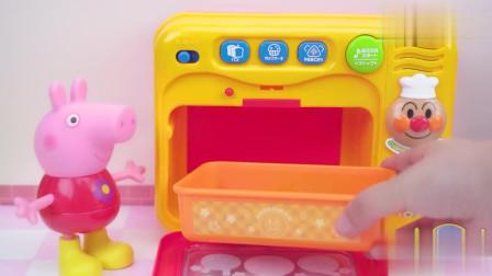 小猪佩奇冰淇淋机做草莓果酱冰淇淋