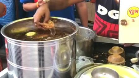 """广东靓仔挑战印度街头著名小吃""""脆饼球"""",最后那两下才是灵魂!"""