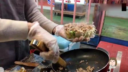 现在的煎饼五花八门,看台湾省这块烧肉卷,这肉量可以说很良心了