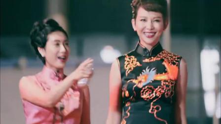 赵丽颖罕见性感着装,贴身短旗袍登场,连冯绍峰汪涵都看愣了!