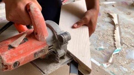 装修石膏板吊顶黑钛造型施工中