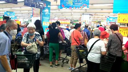 6月9日实拍:北京超市口罩顾客盈门生意红火