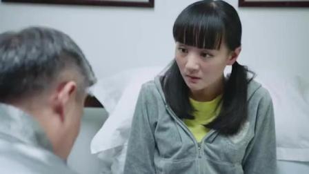 流氓医生心生歹意,想对女孩图谋不轨,好在哥哥及时赶到