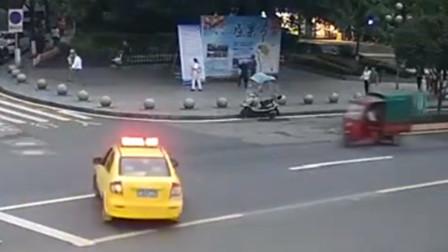 出租车转弯不让直行 与三轮车相撞致2车受损