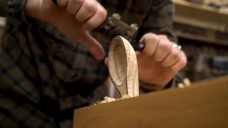 美国木匠用板栗木做勺子,这木材都濒临灭绝了,可真奢侈呀!