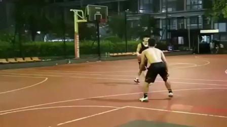 篮球:说好的随便玩玩,你却用上了尼克扬的连招加暴扣