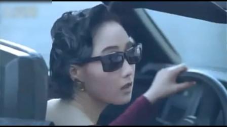 龙在天涯:利智饰演的阿玲遭大佬羞辱,与李连杰饰演的李国南一见钟情互诉可怜身世