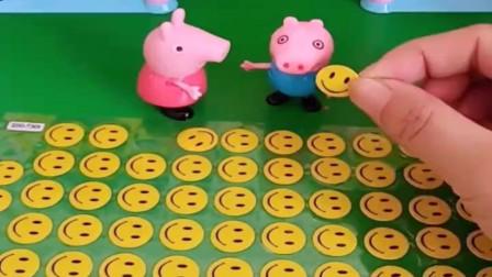 小猪佩奇玩具:乔治要玩佩奇的笑脸贴,他们贴的满身都是,变成笑脸乔治和佩奇了
