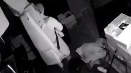 酒吧遭遇入室盗窃 调取监控发现小偷竟是辞退的员工