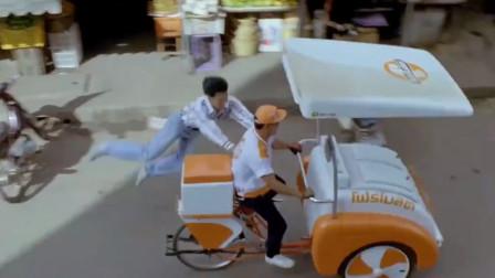怒火威龙:跑都跑不掉了,还抢个那么重的三轮车去蹬