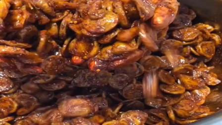 湖南出品的辣条这样做,不明白人民为什么喜欢吃辣条?广东网友:便宜?