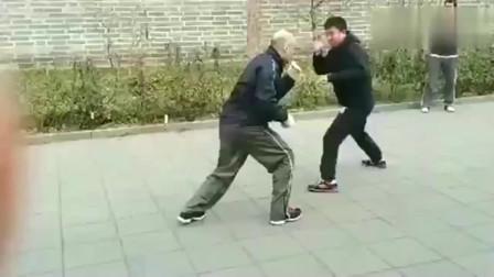 传统武术实战,戳脚翻子拳对战散打,这老外好厉害啊