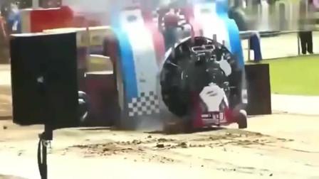 监控:美国暴力改装牵引赛,发动机瞬间爆炸!