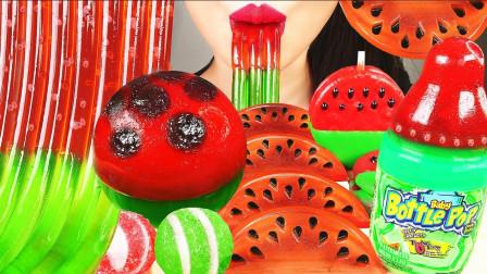 高颜值的西瓜果冻,冰冰凉凉很解暑,小姐姐还有创意的吃法